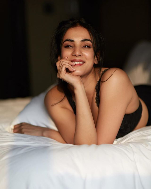 Sonal chauhan hot and sexy