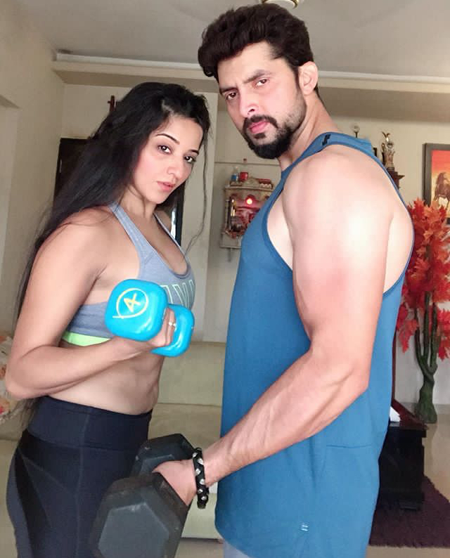 monalisa and vikrant hot