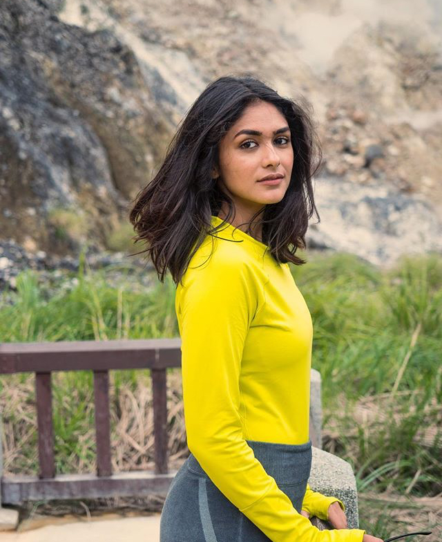 Mrunal Thakur hot videos