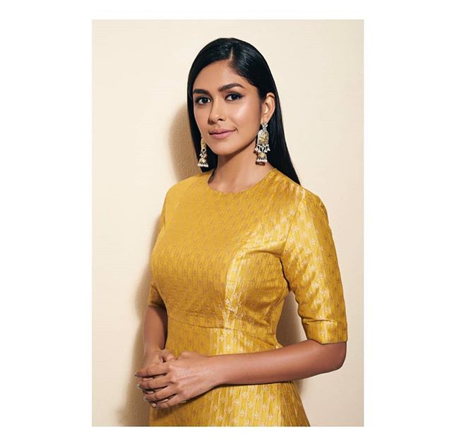 Mrunal Thakur hot and sexy